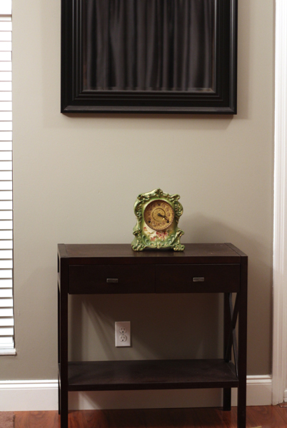 Eclectic Decorating Style: Entryway Table Clock Before